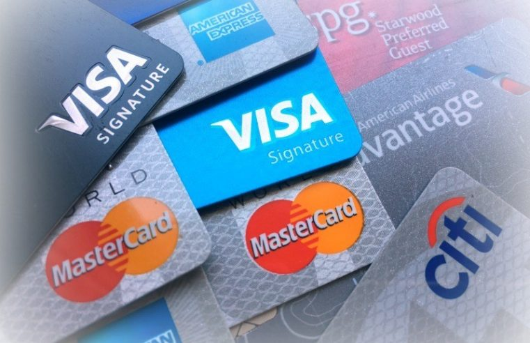 How to Get Your First Credit Card and How Old You Should Be