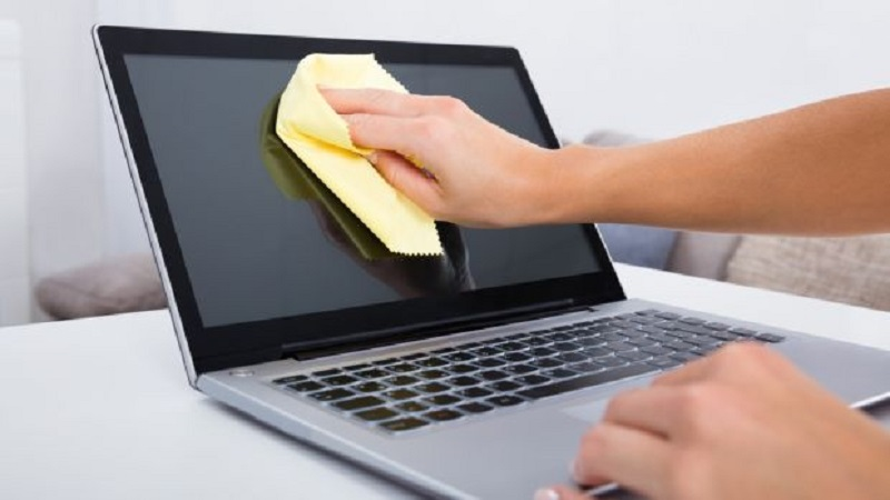 How to clean a laptop screen with household products