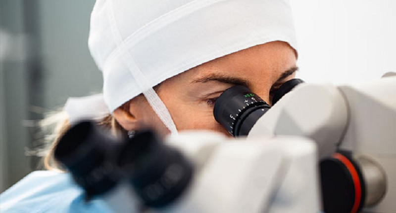 What is a retina specialist?