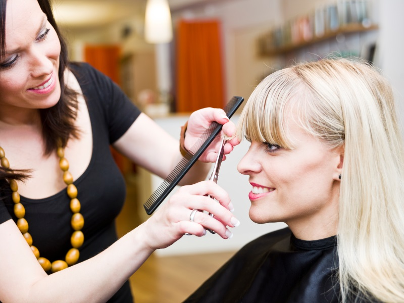 Common signs it's time to visit the hair salon