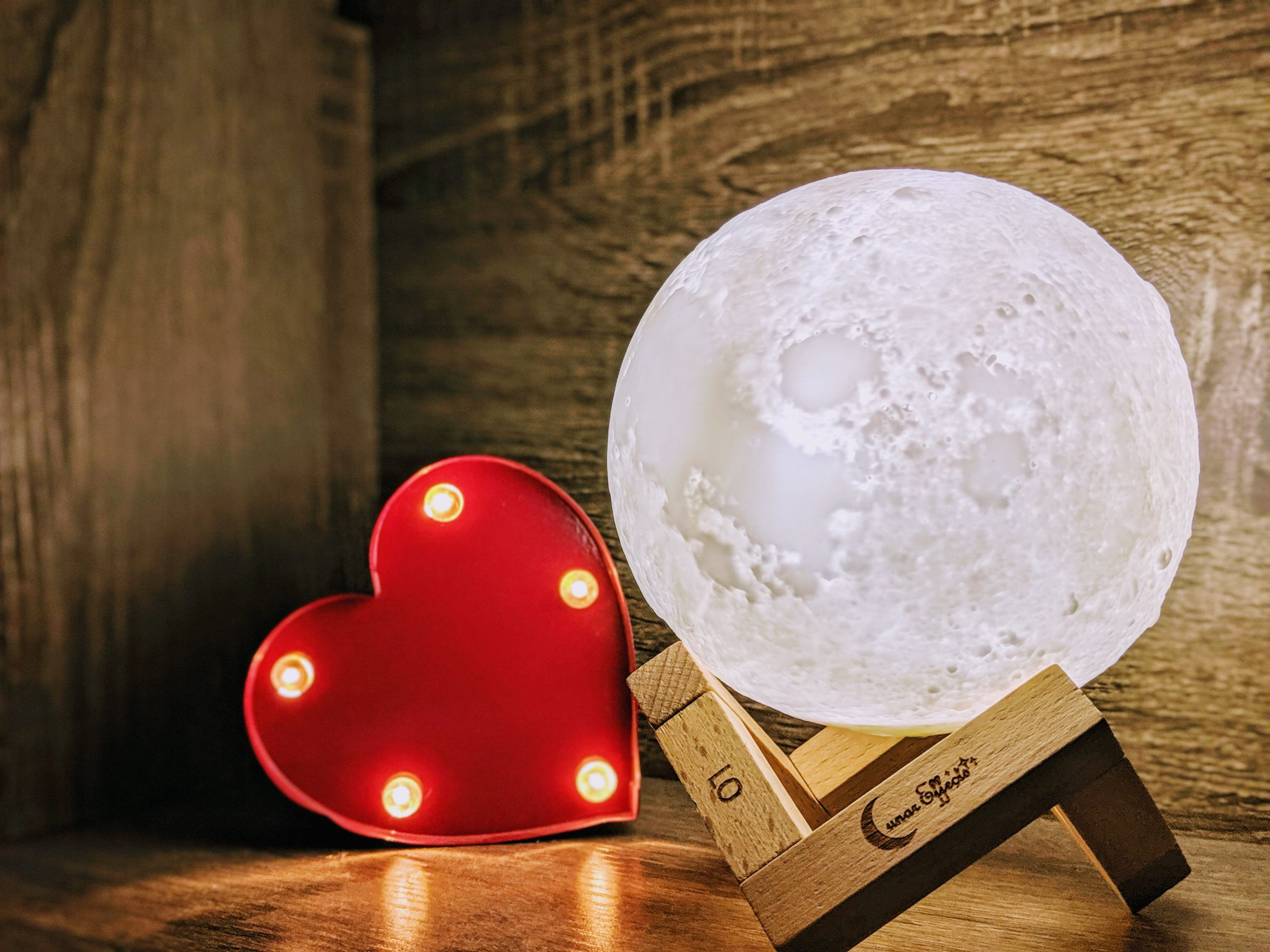 THE BEAUTY OF A LUNAR EFFECTS MOON LAMP