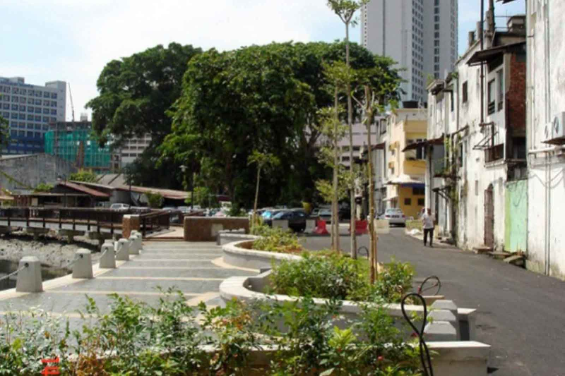 Public Spaces and Tropical Sustainability