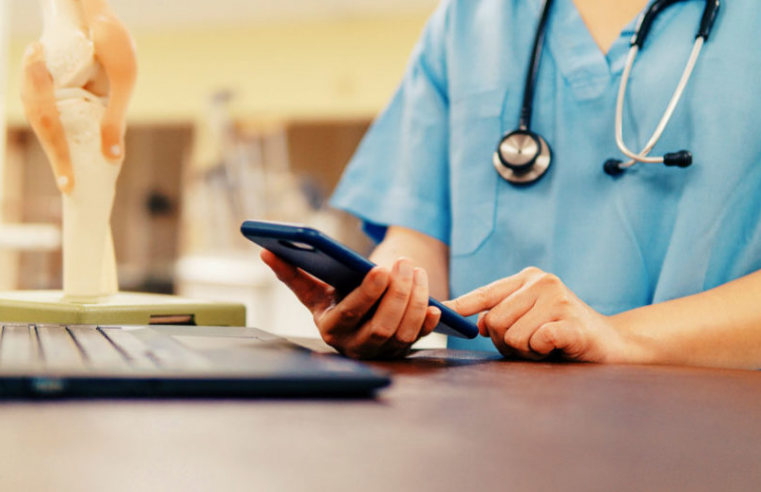 5 Ways Medical Professionals Use Technology To Engage With Their Customers