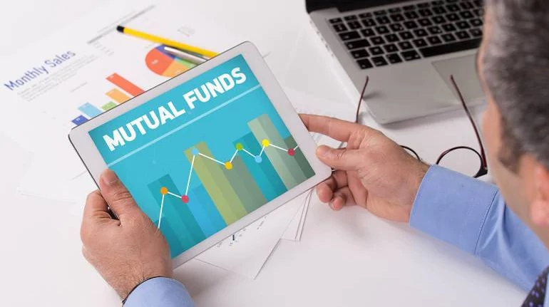 Should you make a lump sum investment in mutual funds or start a SIP?