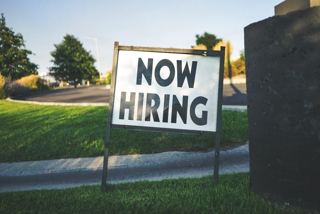 How to Hire the Right Signage Company