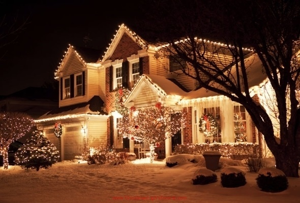 Discover the many benefits of using a Christmas light installer