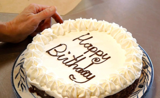 Tips On How To Write On Birthday Cakes