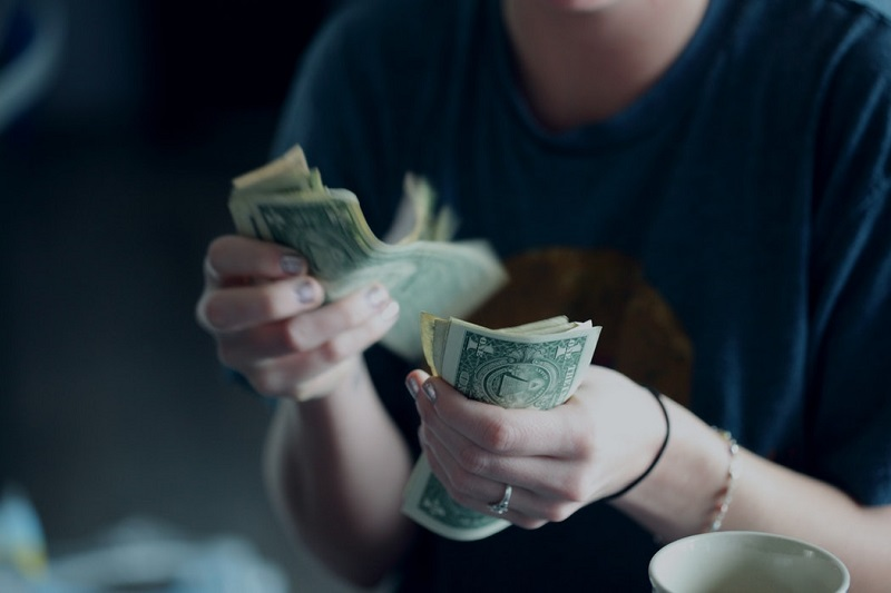 How can you learn to save money online with these tips and tricks?