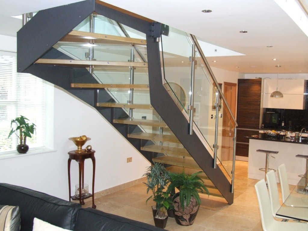 Reasons to Install Wood and Metal Staircase