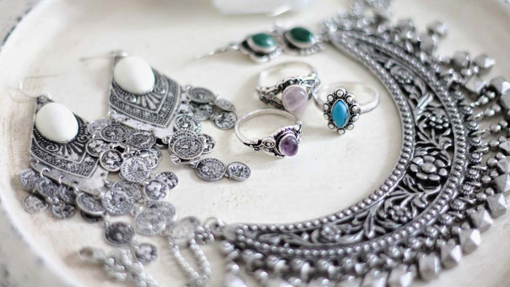 How to Buy Silver Jewelry