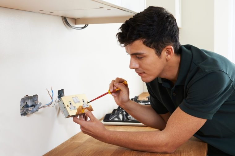 How Electricians Solve Your Electrical Issues Perefctly