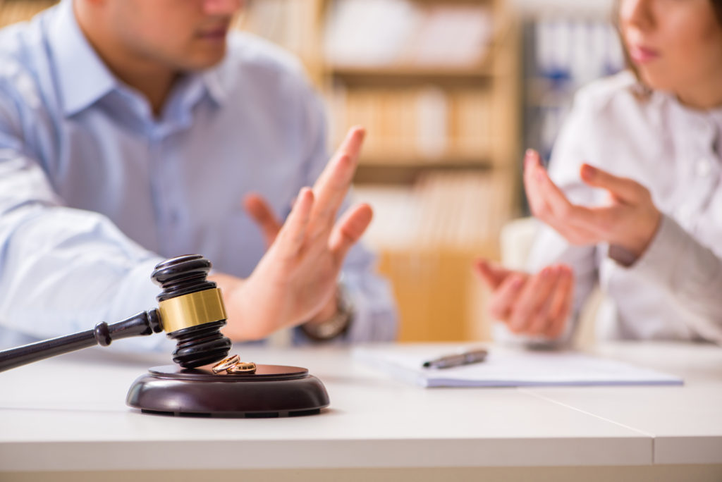 Four Benefits of Hiring a Qualified Divorce Lawyer in Sandy