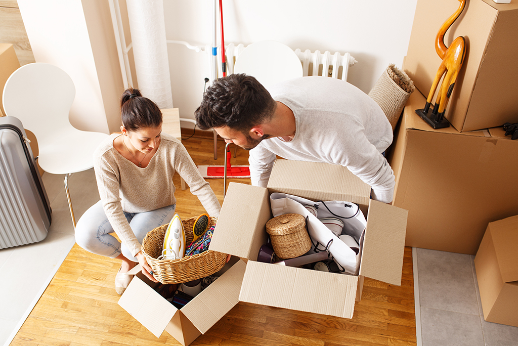 How to pack and transport cleaning supplies when moving