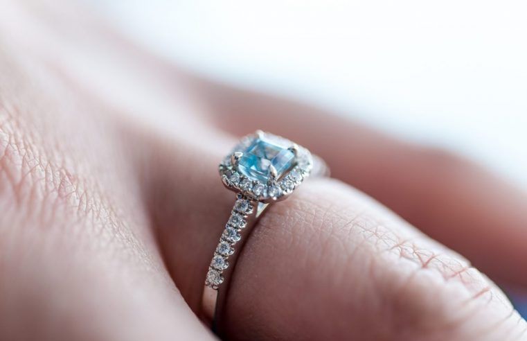 How to Find the Right Engagement Ring for You