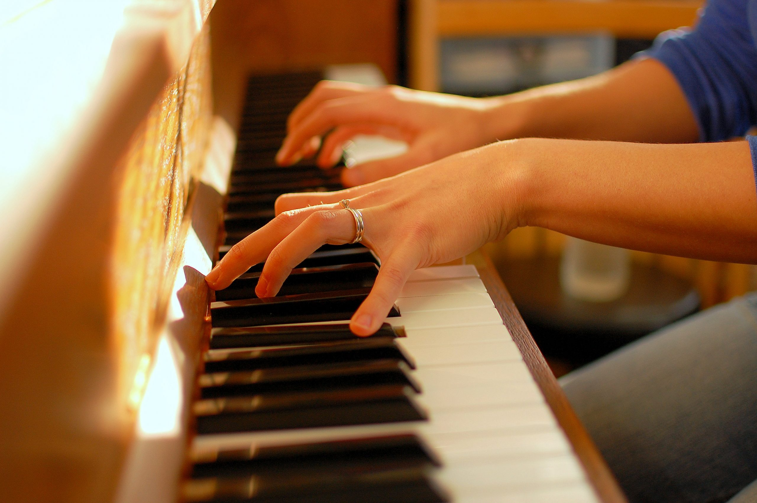 7 Amazing Benefits of Playing the Piano