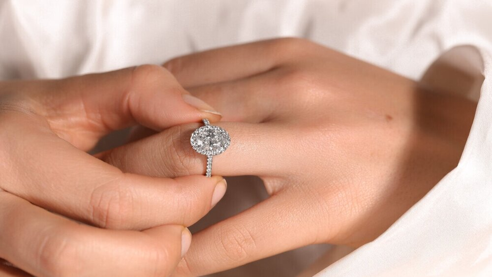 Buying The Best Engagement Ring – A How To Guide