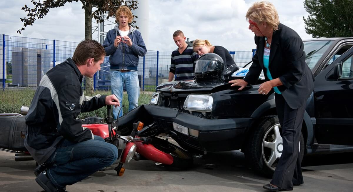 Should you Handle the Claim independently or Hire an Accident Lawyer?