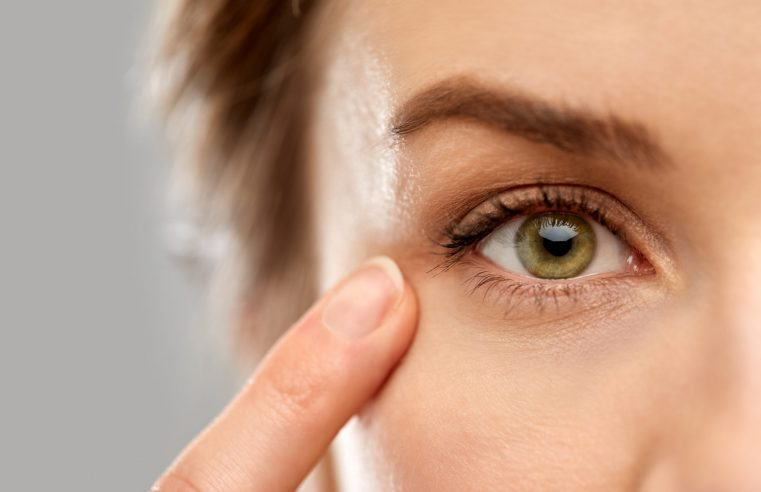 How to Get Rid of Droopy Eyelids