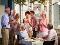 Throw a perfect housewarming party after you move – Expert tips